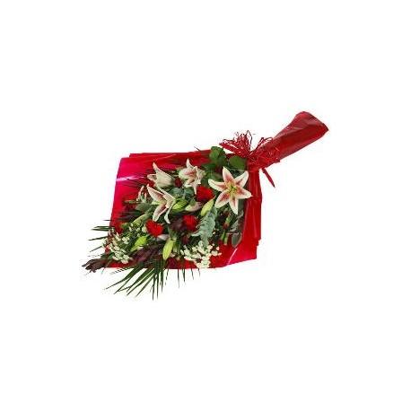 Ανθοδεσμη με κοκκινα τριανταφυλλα και Λιλιουμ