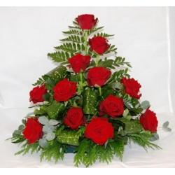 Συνθεση με κοκκινα τριαντάφυλλα σε κασπο