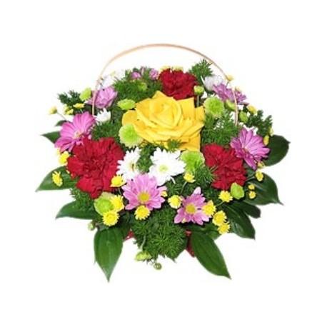 Καλαθι με διαφορα λουλουδια εποχης