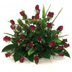 Καλαθι με κοκκινα τριανταφυλλα