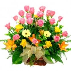Καλαθι με τριανταφυλλα, λιλιουμ και ζερμπερες