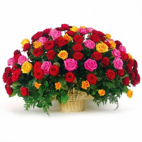 Καλαθι με 100 τριανταφυλλα