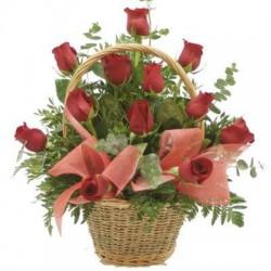 Καλαθι  με κοκκινα τριανταφυλλα - Τιμη Πατρας