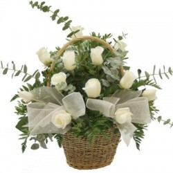 Καλαθι με λευκα τριανταφυλλα - Τιμη Πατρας
