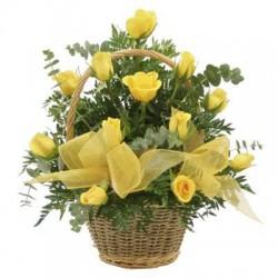 Καλαθι με κιτρινα τριανταφυλλα - Τιμη ανθοπωλειου Πατρας