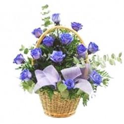 Καλαθι με μπλε τριανταφυλλα - Τιμη ανθοπωλειου Πατρας
