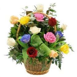 Καλάθι με διαφορα τριαντάφυλλα - Τιμη ανθοπωλειου Πατρας
