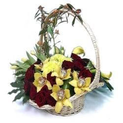 Καλάθι με πορτοκαλί τριαντάφυλλα - Τιμη ανθοπωλειου Πατρας