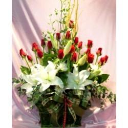 Basket lilies oriental & Roses - Florist Patras city
