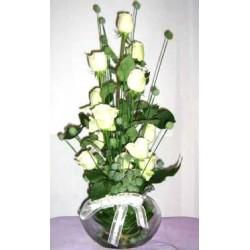 Βαζο με λευκα τριανταφυλλα - Τιμη Πατρας