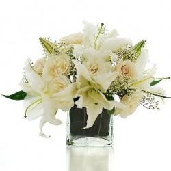 Λευκα Τριανταφυλλα & Λιλιουμ  σε βαζο- Τιμη ανθοπωλειου Πατρας