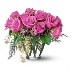 Σύνθεση σε γυάλα με ρόζ τριαντάφυλλα - Τιμη ανθοπωλειου Πατρας