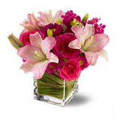 Συνθεση λιλιουμ τριανταφυλλα σε βαζο - Τιμη ανθοπωλειου Πατρας