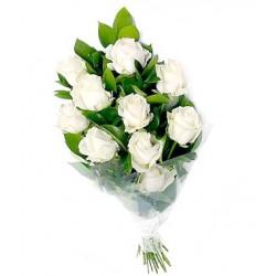 Λευκα τριανταφυλλα σε ανθοδεσμη