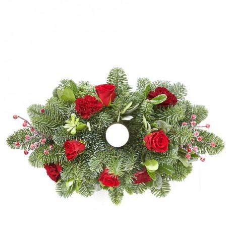 Σύνθεση Χριστουγέννων με κοκκινα τριανταφυλλα