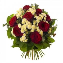 Κοκκινα τριανταφυλλα και χρυσανθεμα σε μπουκετο