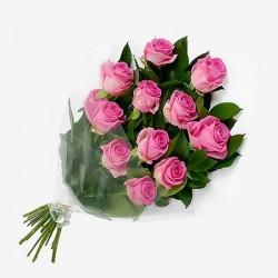 Ροζ τριανταφυλλα σε ανθοδεσμη