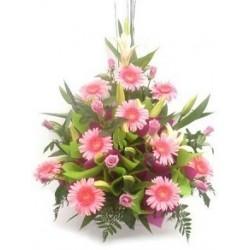 Καλαθι λουλουδιων με ροζ ανθη